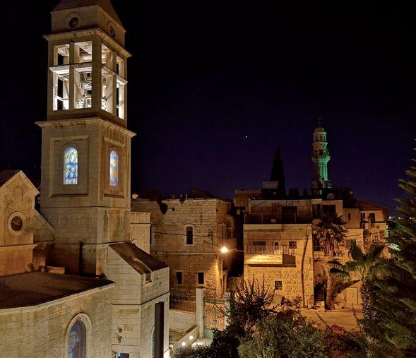 GB 18-3 Gebäude der Partnergemeinde bei Nacht